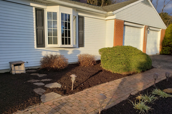 landscaping black mulch
