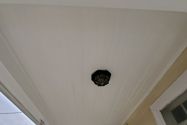 Ceiling porch white